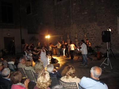 Trenini e balli di gruppo con la musica di Daniel Zappa