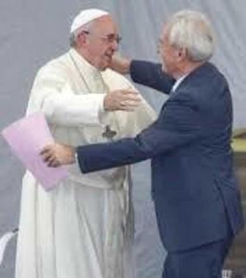 Papa Francesco mentre celebra la giornata dei nonni