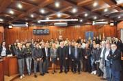Il sindaco Andrea Messina con i 69 lavoratori di San Giovanni la Punta