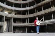 Viva la Vita, il clip di Paolo Antonio girato dentro il teatro Bellini di Acireale