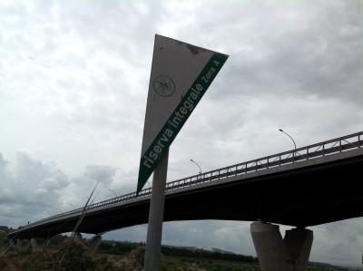 Il cartello di Oasi Protetta del Simeto