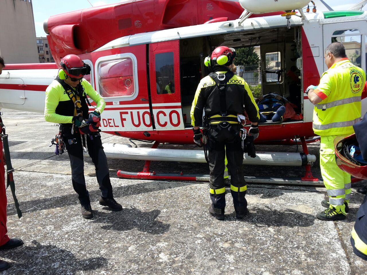 gruppo elicotteri vigili del fuoco catania in operazione a palermo