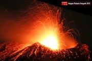 Paesi Etnei (Catania) Etna in eruzione. Attività stromboliana del cratere di sud est