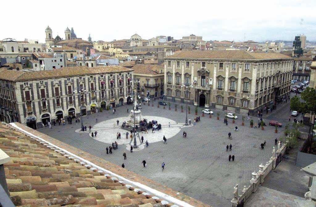 Piazza Duomo e Palazzo degli Elefanti