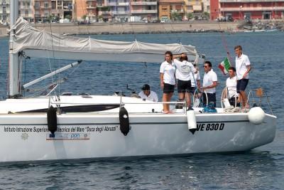 La partenza dell'equipaggio Isis Duca degli Abruzzi con la Nopaquie