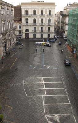 Piazza Manganelli transennata da stamattina. La foto ci è stata mandata da un gruppo di abitanti della zona rimasti bloccati