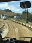 tre pullman bloccati in mezzo al fango a Valle d'Olmo