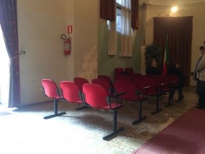 Sedie Ufficio Catania : Nel giorno del sì il comune di catania u cregalau d sedie rotte