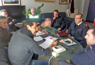 Il sindaco Santi Rando in riunione con la Protezione civile