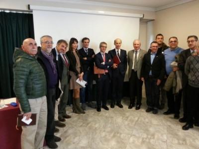 Foto di gruppo delle trenta associazioni, con Iva Lo Bello