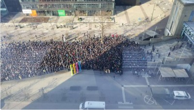 Bruxelles, in fila in attesa che la metro riapra