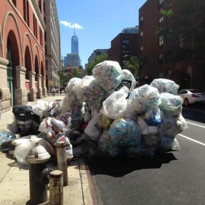 Catania non è sola... la spazzatura sommerge anche la Grande Mela (ph Giornalimo Spazzatura)
