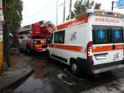 Vigili del fuoco e ambulanza in via Mollica ad Aci Castello