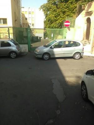 Ingresso del pronto soccorso del Santo Bambino diventa un parcheggio