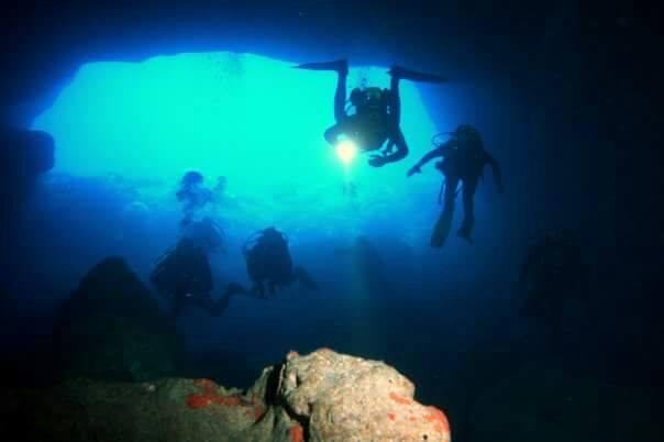 foto sub La libertà non può morire in mare