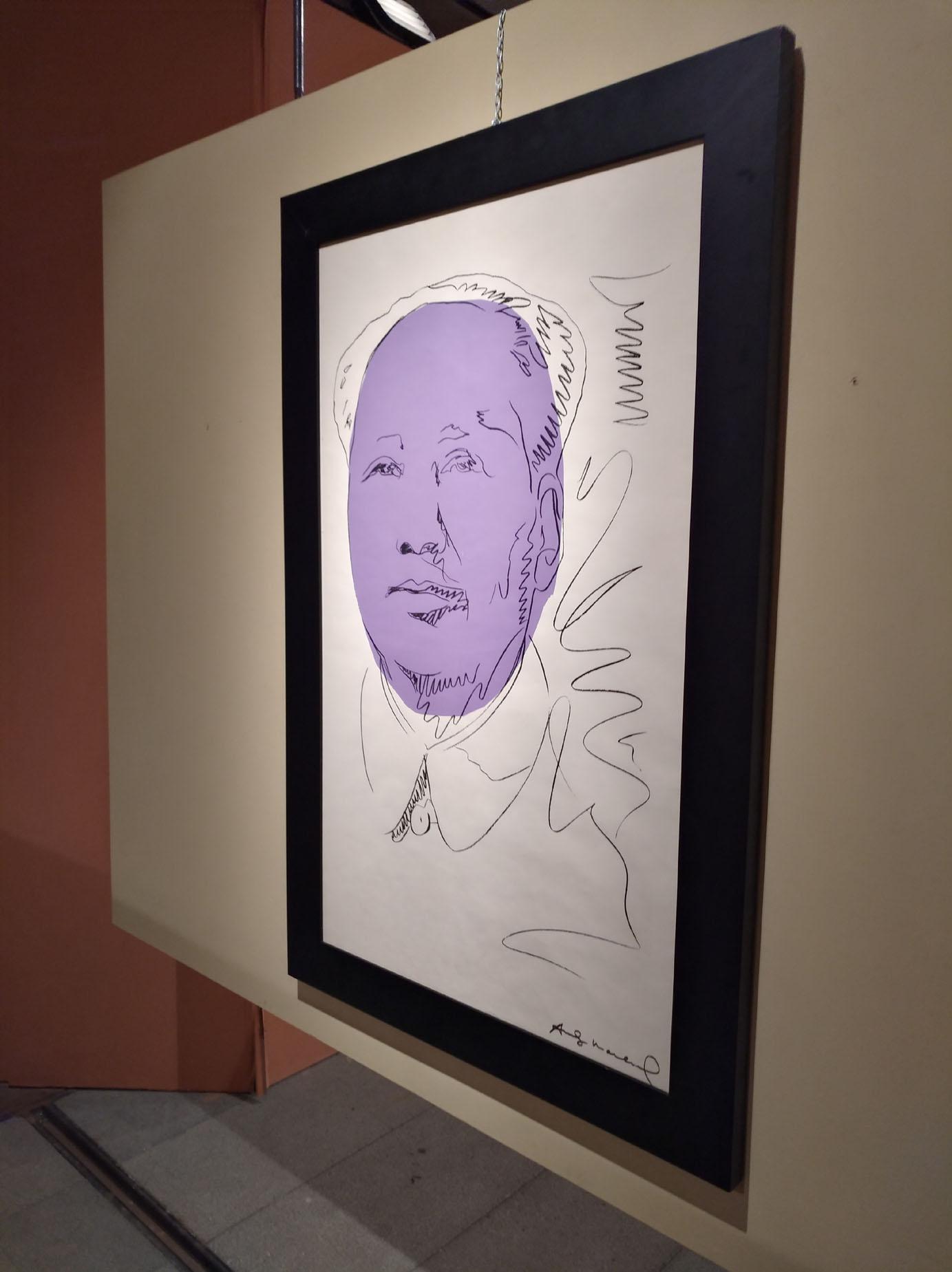 Il ritratto di Mao su carta da tappezzeria