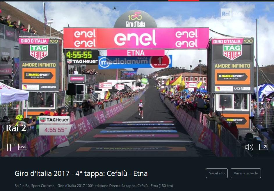 Giro D'Italia 100, Jan Polanc taglia il traguardo sull'Etna