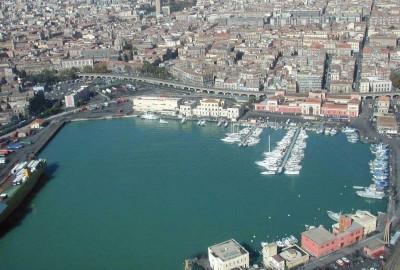 02 A - Veduta del porto di Catania
