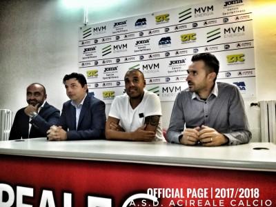 Sergio Almiron presentato dall'Acireale tratto dalla pagina Facebook dell'A.S.D. Acireale Calcio