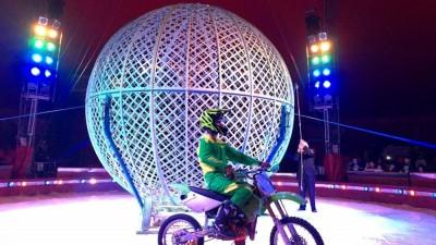La ruota della morte del Royal Circus, numero del duo brasiliano
