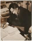Salvador Dalí mentre scrive la Vita segreta di Salvador Dalí nella casa di Caresse Crosby, a Hampton Manor, Virginia 1941 Eric Schaal © Fundació Gala-Salvador Dalí, Figueres, 2018 Diritti di immagine di Salvador Dalí riservati. Fundació Gala-Salvador Dalí, Figueres, 2018