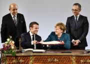 Merkel e Macron durante la firma del trattato di Aquisgrana (vn.at)