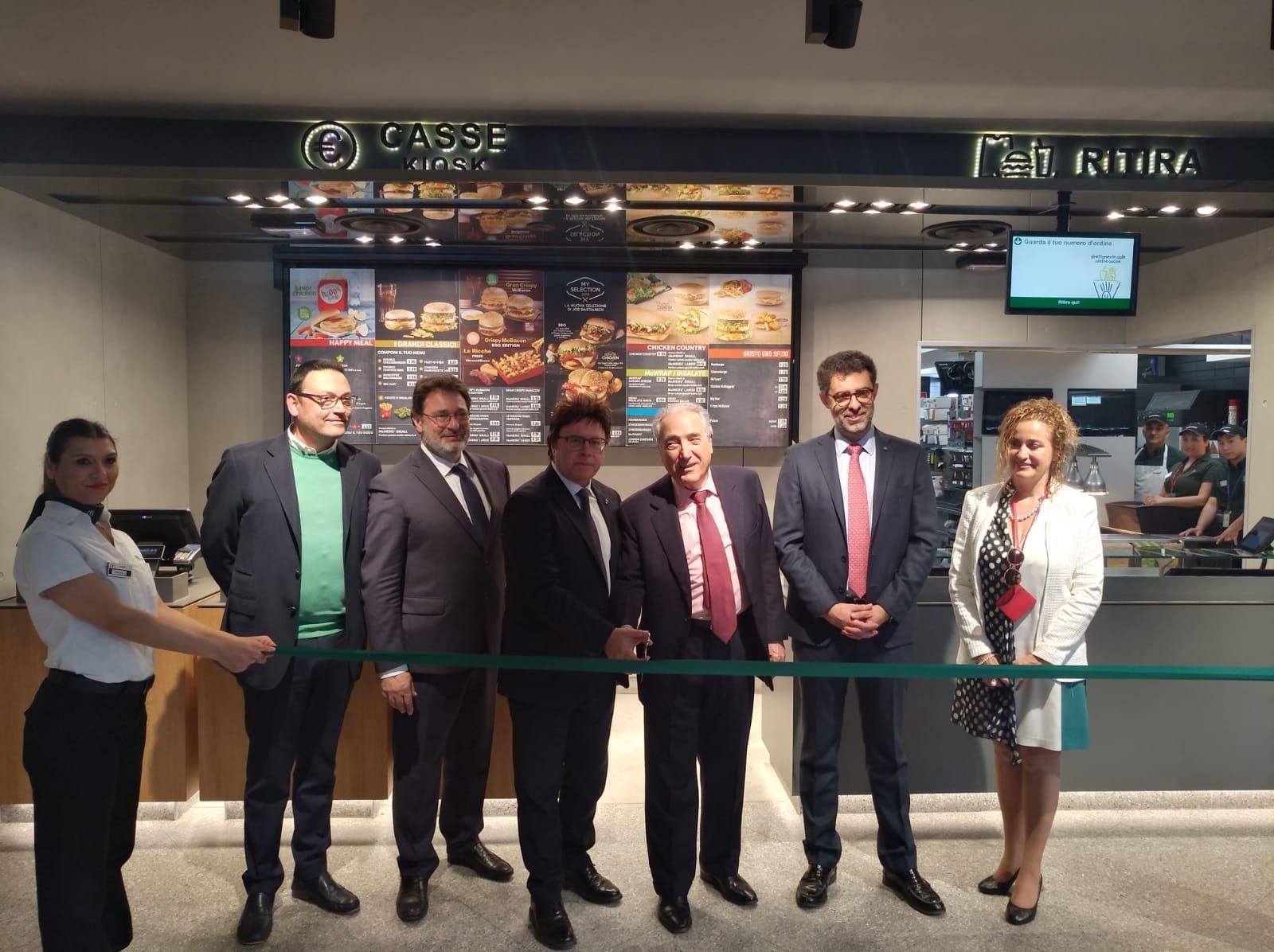 Taglio del nastro per l'apertura del McDonald's a Fontanarossa