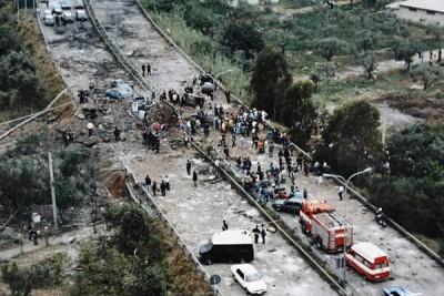 Nella foto la strage di Capania (PA) del 23.05.1992 - Morirono il giudice Giovanni Falcone, la moglie Francesca Morvillo e tre agenti della scorta: Vito Schifani, Rocco Dicillo e Antonio Montinaro (ph wiki)