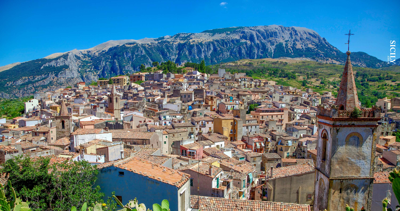 Panorama del piccolo paese di Isnello nel Parco delle Madonie in provincia di Palermo