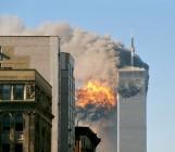 La torre sud poco dopo l'attacco